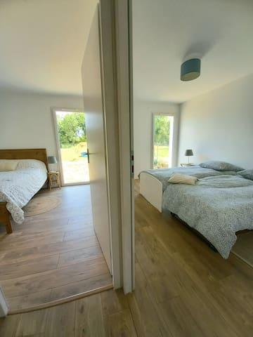 Couloir avec  vue sur  les 2 chambres