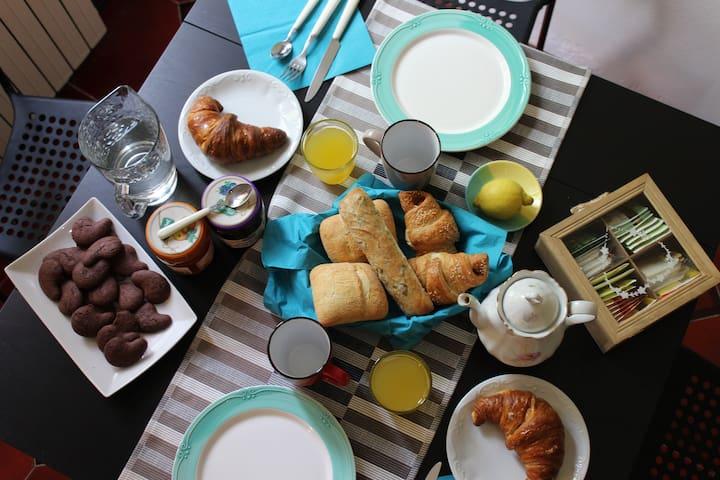 breakfast indoor
