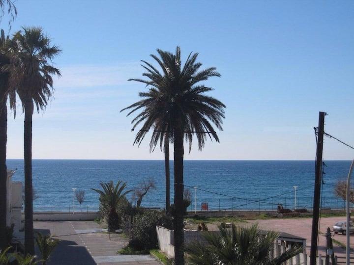 Location en front de mer Var  cœur des Sablettes
