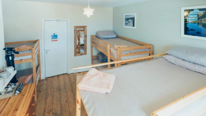 Smarties Surf Lodge .... Cribber      room 3
