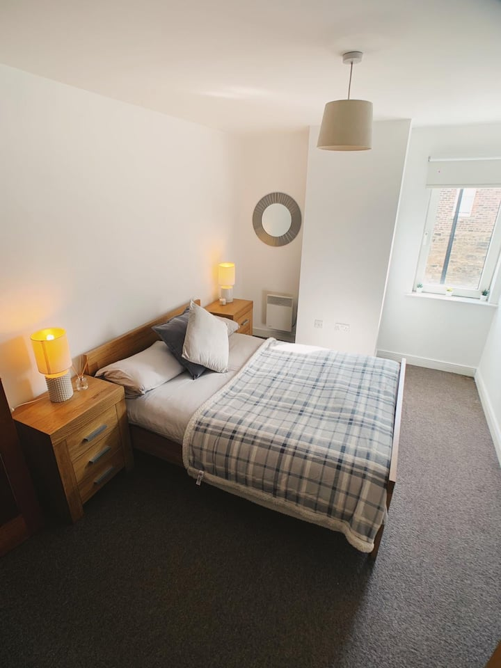 Modern City Centre Apartment Private Parking Space