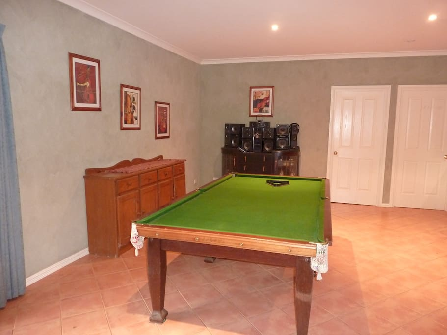 7 x 4 foot pool table