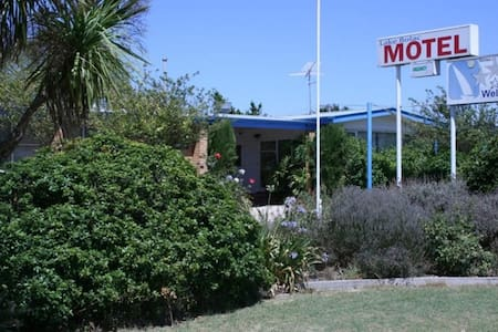 Lake Bolac Motel - Queen Room