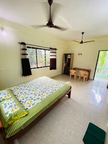 House for 4 guests at ashwem beach goa