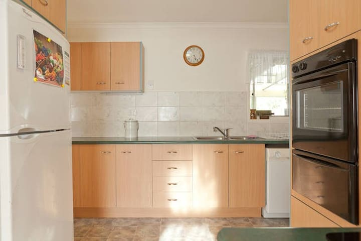 4ADULTS, 2Rooms, SEPARATE BATH, Wifi & Breakfast - Everton Park - Casa
