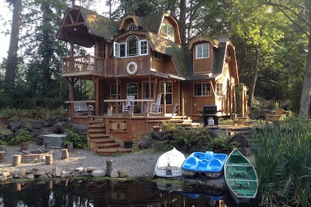 Whimsical Cabin/Cottage on Water - Redmond - Stuga