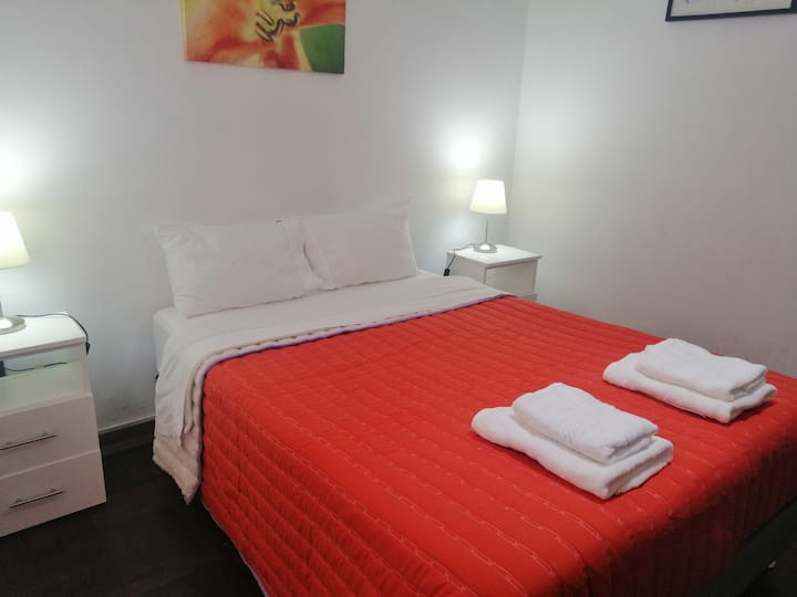 Clean bedroom w/own external bathroom. Miraflores