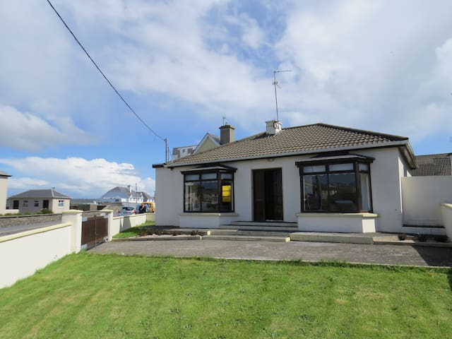 Kilkee - ocean view house by the beach - Kilkee - Huis