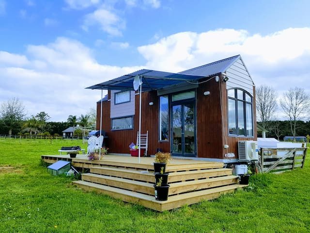 Tiny House - Quaint, Rural,  Fully Self-Contained