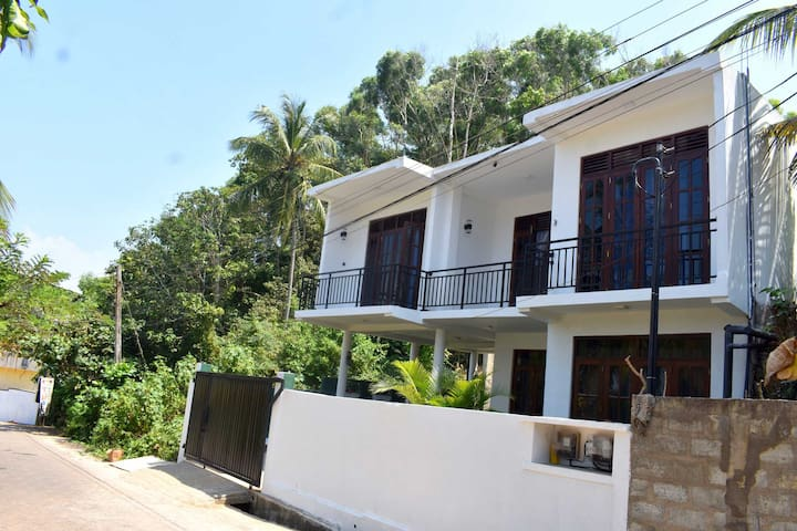 D3 Weligama/ Furnished Apartment near the Beach