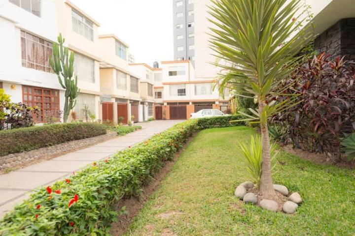 Habitación  amplia con baño privado II