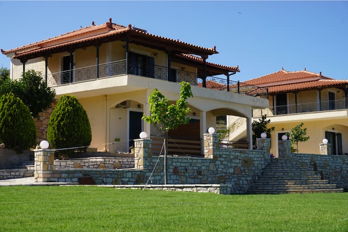 Elaia Houses: Apartment with sea view - Βασιλίτσι - Hus