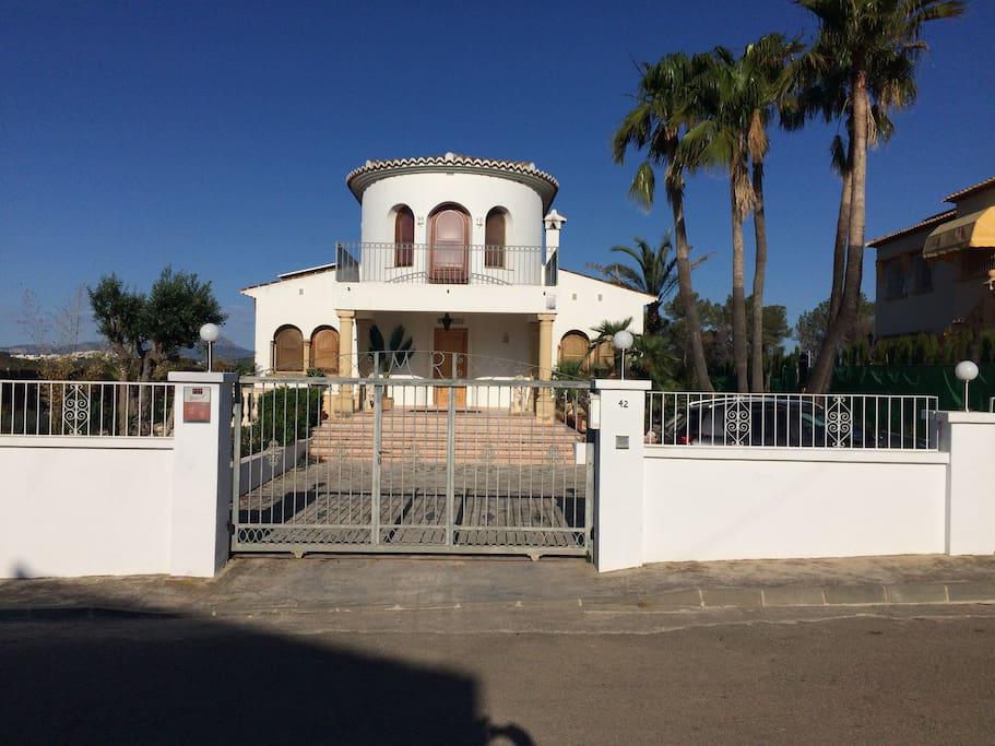 Front of Villa Margarita accessed through electric gates.