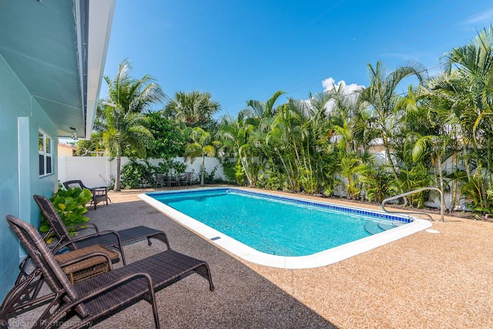 Private Oasis - HEATED POOL-Beach less than mile!!