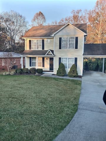 Spacious home less than a mile from Lee University