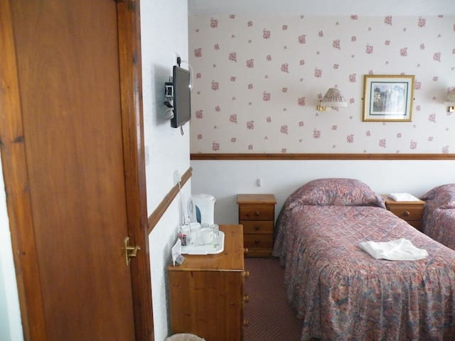 Twa Dogs Inn - Twin Room