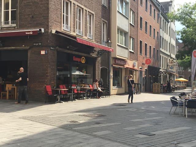 Altstadt (Oldtown) Düsseldorf Apartment & Balcony - Düsseldorf