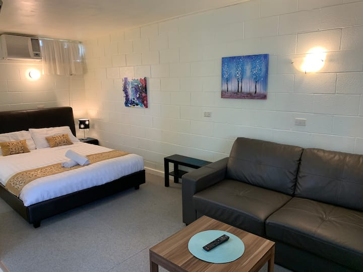Clean, Double Room near Cobram, Private Bathroom