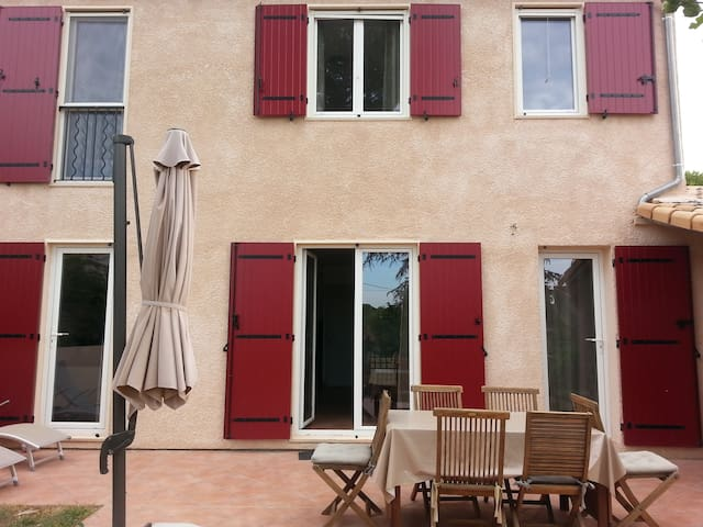 Maison agréable avec jardin près d'Aix en provence - Venelles - Hus