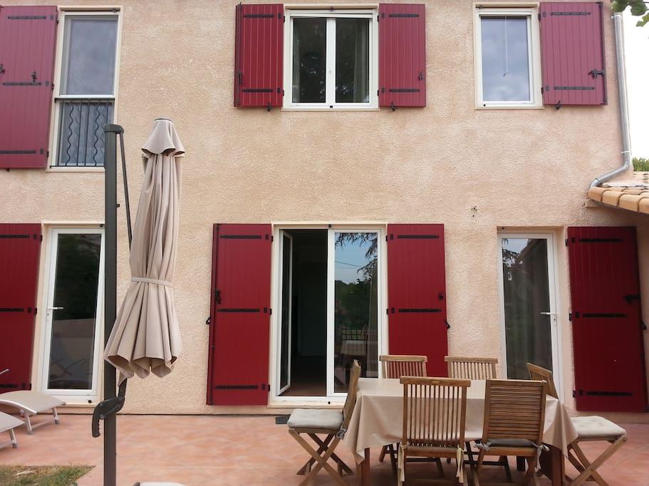 Maison agr able avec jardin 5mn d 39 aix venelles houses for Aix en provence location maison