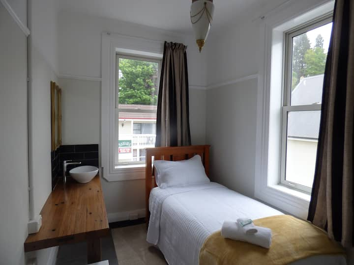 Single bedroom in Bed and Breakfast Guesthouse