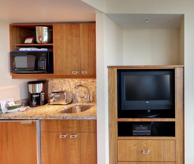 Kitchenette with microwave and mini fridge