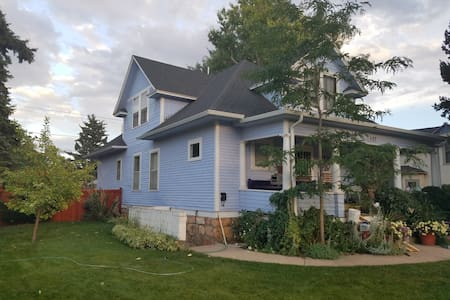 Victorian Blue, remodeled private apartment - Laramie - Appartement