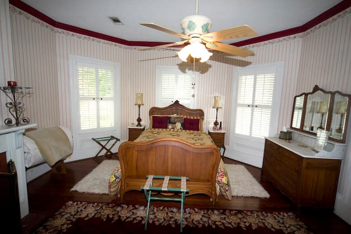 French Provincial Room, Avera Clarke B&B