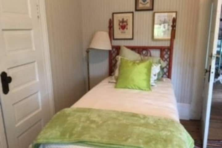 Hamilton Place twin beds room