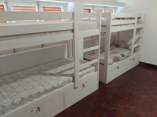 """Hostel Mindelo - Habitación compartida """"Vadú"""""""