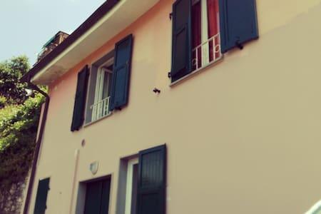 Casa con terazze e paesaggio - bolano