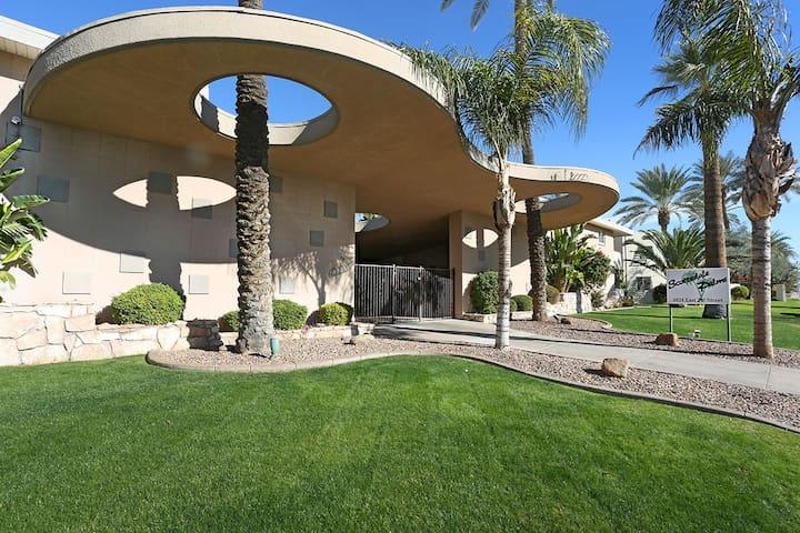 Old Town Scottsdale, walkable, 1st flr, htd pool!