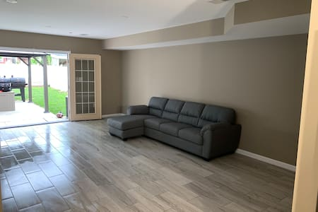 Luxury 1BR Apt 9 min from Airport 29 min to NY
