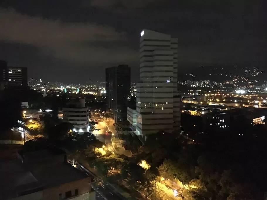 Hermosa Vista Nocturna desde el balcon