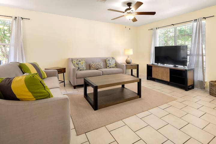 Bright and comfy family home near military base