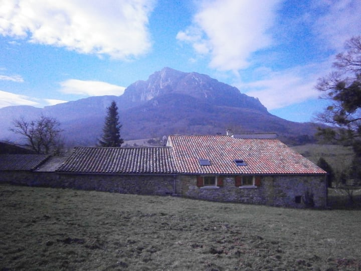 Double bedroom, opposite Bugarach mountain