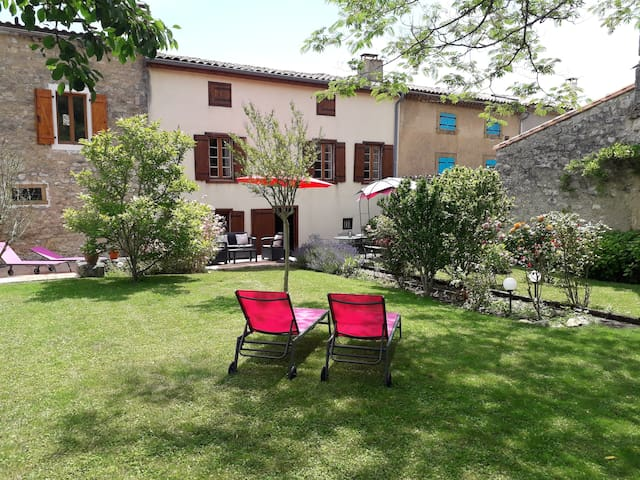 Villa Magnolia - a luxury village house in Puivert