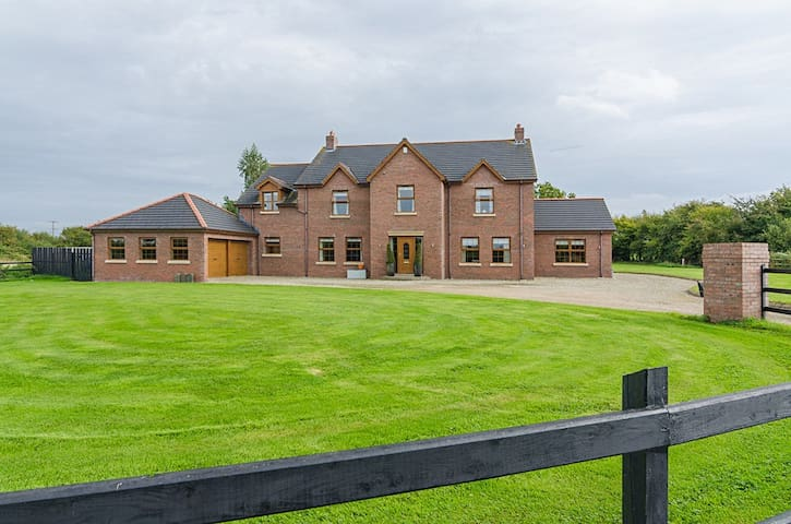 Country Manor Aldergrove ANTRIM
