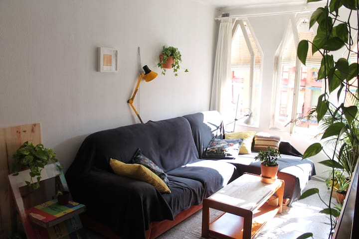 Cálida habitación cerca de Plaza España - Fira BCN - Barcelona
