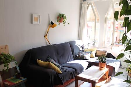 Cálida habitación cerca de Plaza España - Fira BCN - Barcelona - Apartment