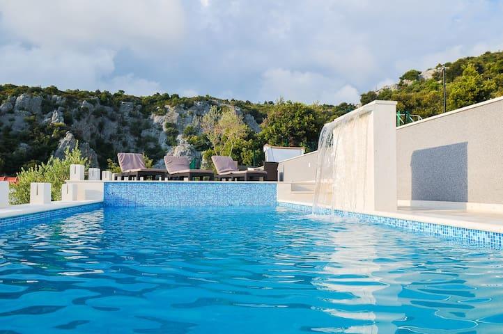 Luxury Villa Ivanka - Sevid - Casa de camp