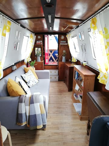 Cosy & comfortable narrowboat close to city centre