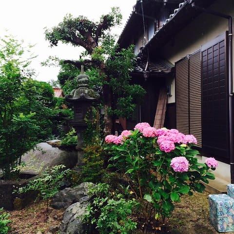 九州の、自然に囲まれた豪邸でゆったりした田舎の休日をお過ごしください。
