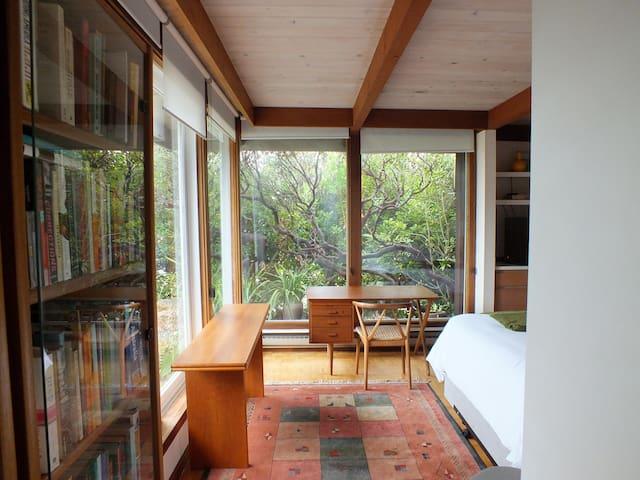 Idyllic Kensington Studio - Kensington - House