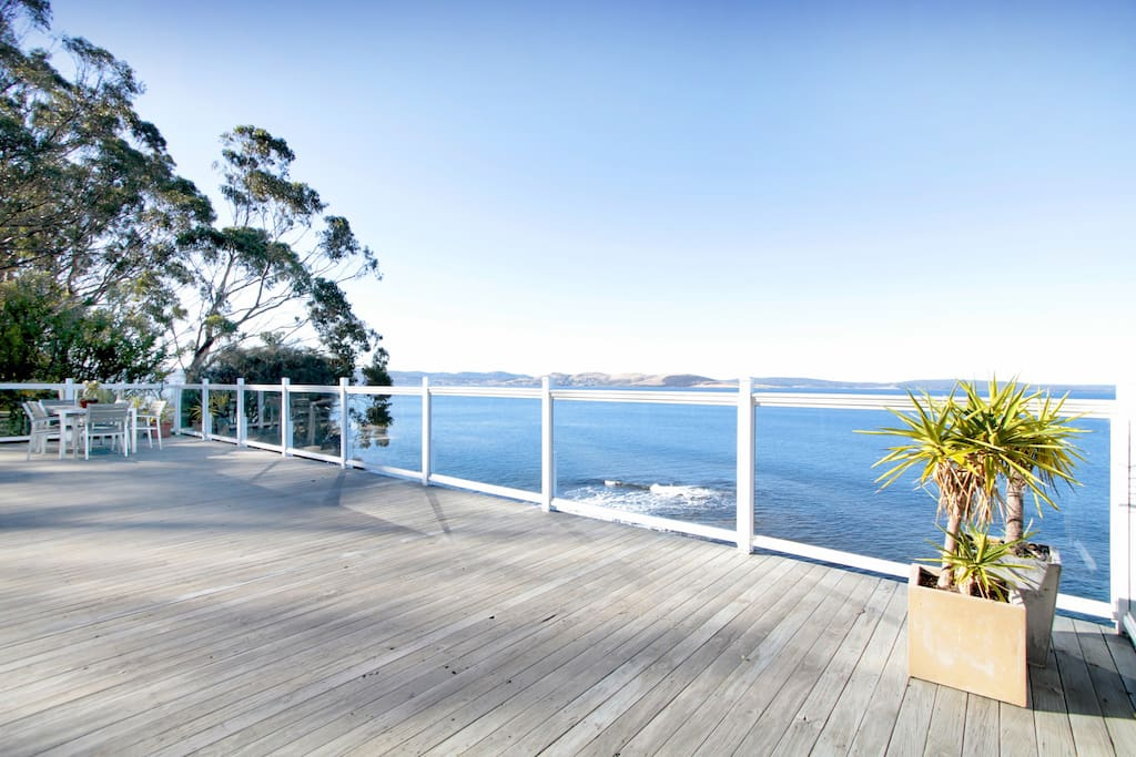 Bathed in sunshine,enjoy the spacious deck outdoor spaces and views