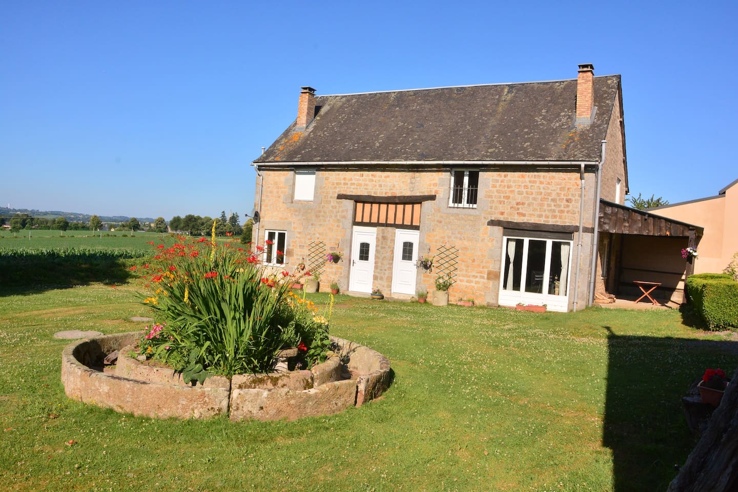 Our Cottage - Gite 2 is the right side . Gite 1 is on the left.