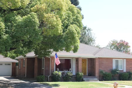 Vintage Downtown Lodi Bungalow - Lodi