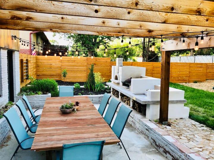 Midcentury gem with beautiful outdoor kitchen