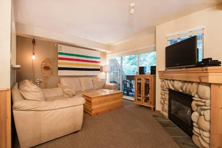 Townhome+Private Hot Tub by Village - Whistler - Apartment