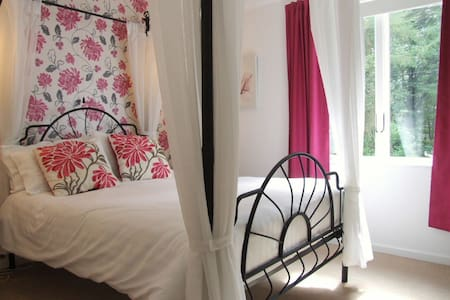 The Hereford 4 Posted ensuite room - Hillersland - Bed & Breakfast